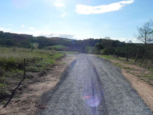 chácara com ótima topografia  ruas cascalhadas.
