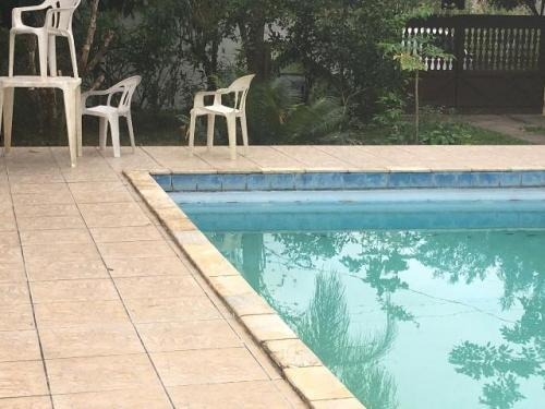 chácara com piscina e 3 quartos na praia.