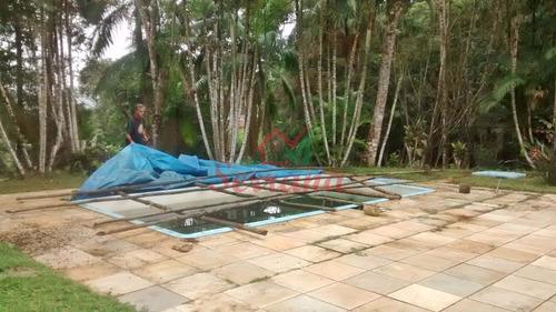 chácara com piscina e área de churrasqueira completa