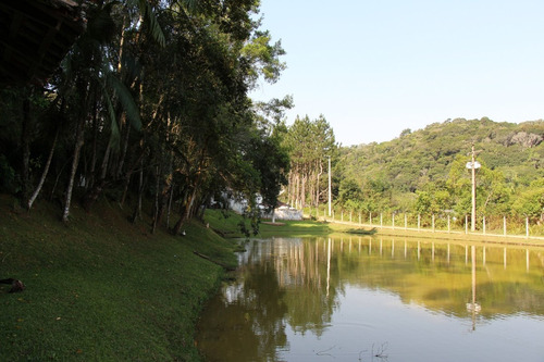 chácara com piscina e lago excelente localização e acesso