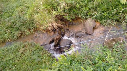chácara com riacho de água cristalina em são lourenço