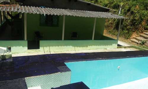 chácara de fácil acesso em juquitiba com lago e piscina