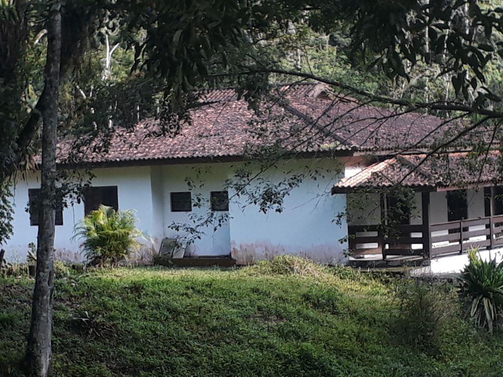 chácara em ana dias, com 94.000 m² 2 km da pista (1074)