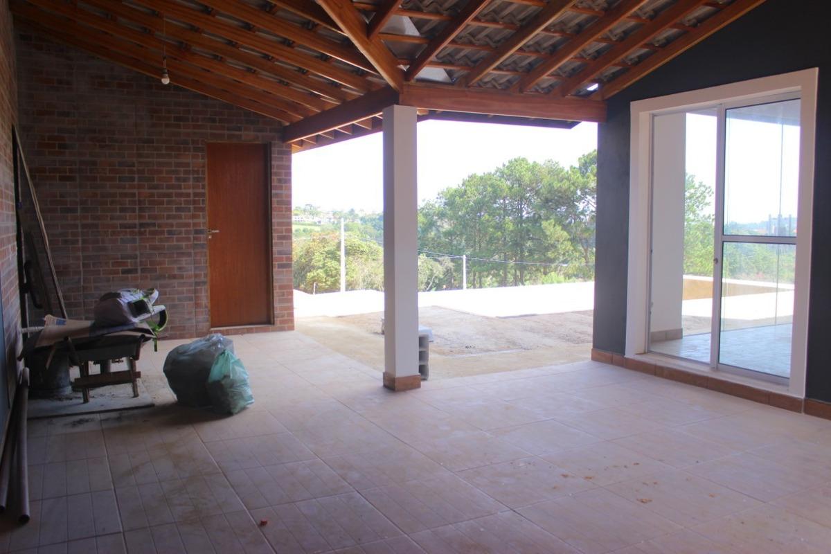 chácara em área de 1.000 m², casa nova em fase de acabamento