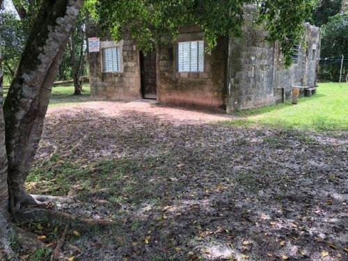 chácara em itanhaém, 2 quartos e escritura - ref 3915-p