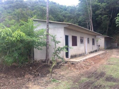 chácara em itanhaém-sp, com 2 dorm. e 2 banheiros
