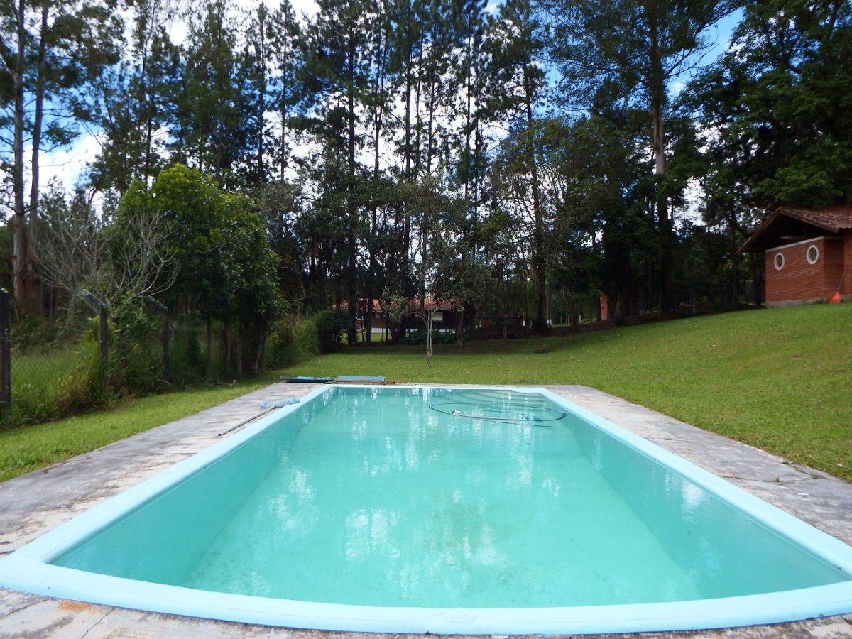chácara em juquitiba área de churrasqueira e piscina