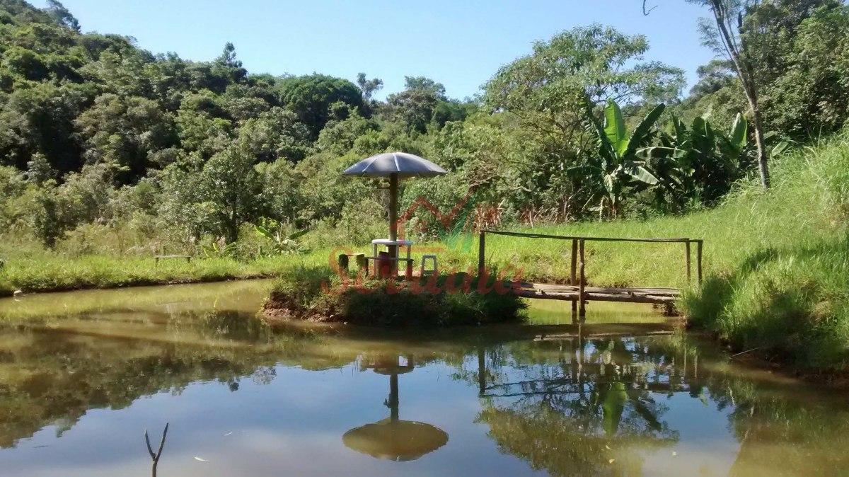 chácara em juquitiba com área de churrasco piscina e lago