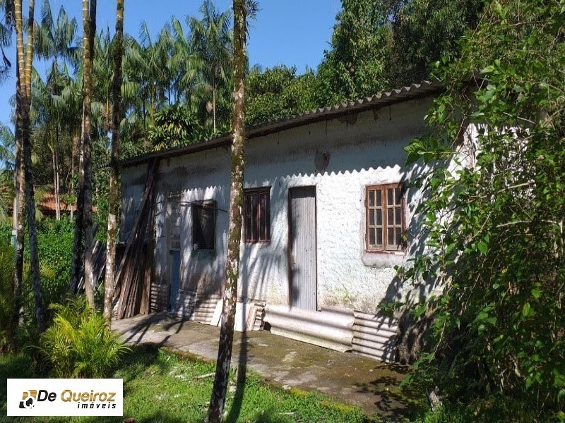 chácara em mongaguá , bairro regina maria , isolada,lado morro, murada,1 dormitório, , sala, cozinha, banheiro, nascente. - 1966 - 34238968