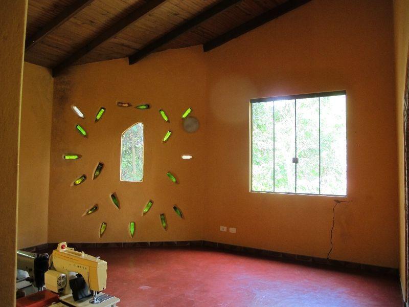 chácara em pirenópolis- 2 casas- 2 hectares- 4 km da cidade.