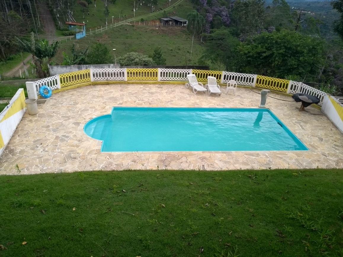 chácara em são lourenço com piscina e bem localizada