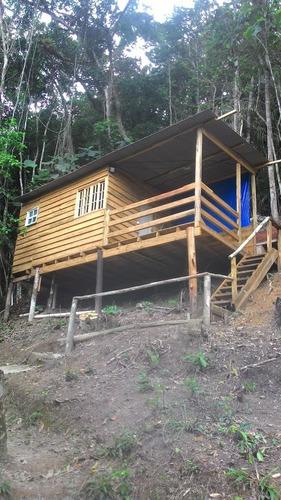chácara frente a represa com 2 chalés de madeira  juquitiba