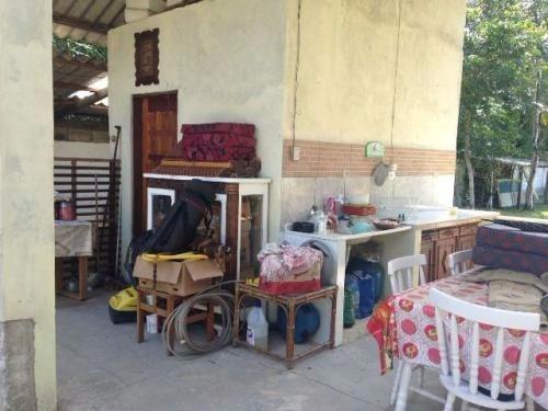chácara lado serra,com 2 dormitórios,e uma suíte,em itanhaém