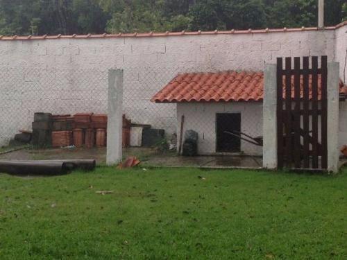 chácara medindo 1650m²,com churrasqueia,em itanhaém