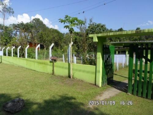 chácara no aguapeú, itanhaém-sp, possui 2 dormitórios!!!