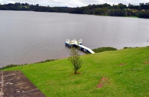 chácara pé-na-água corpo de represa em condomínio