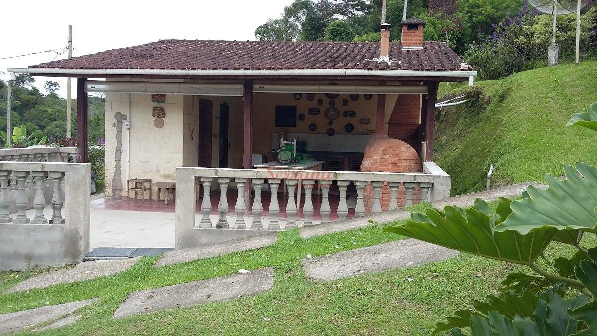 chácara rico em água casa grande área de lazer completa
