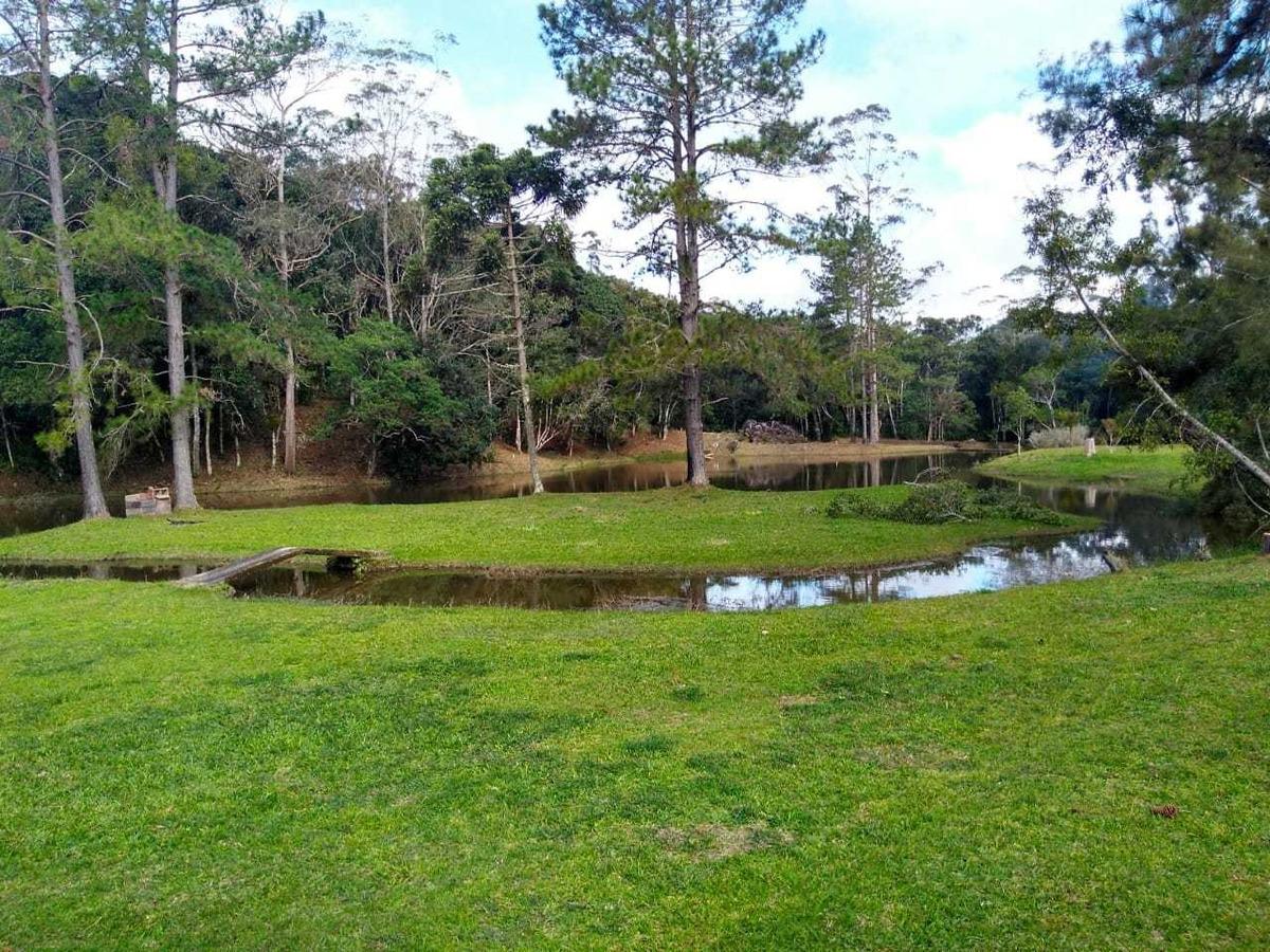 chácara à venda com grande lago cheio de peixes 9.000 m²