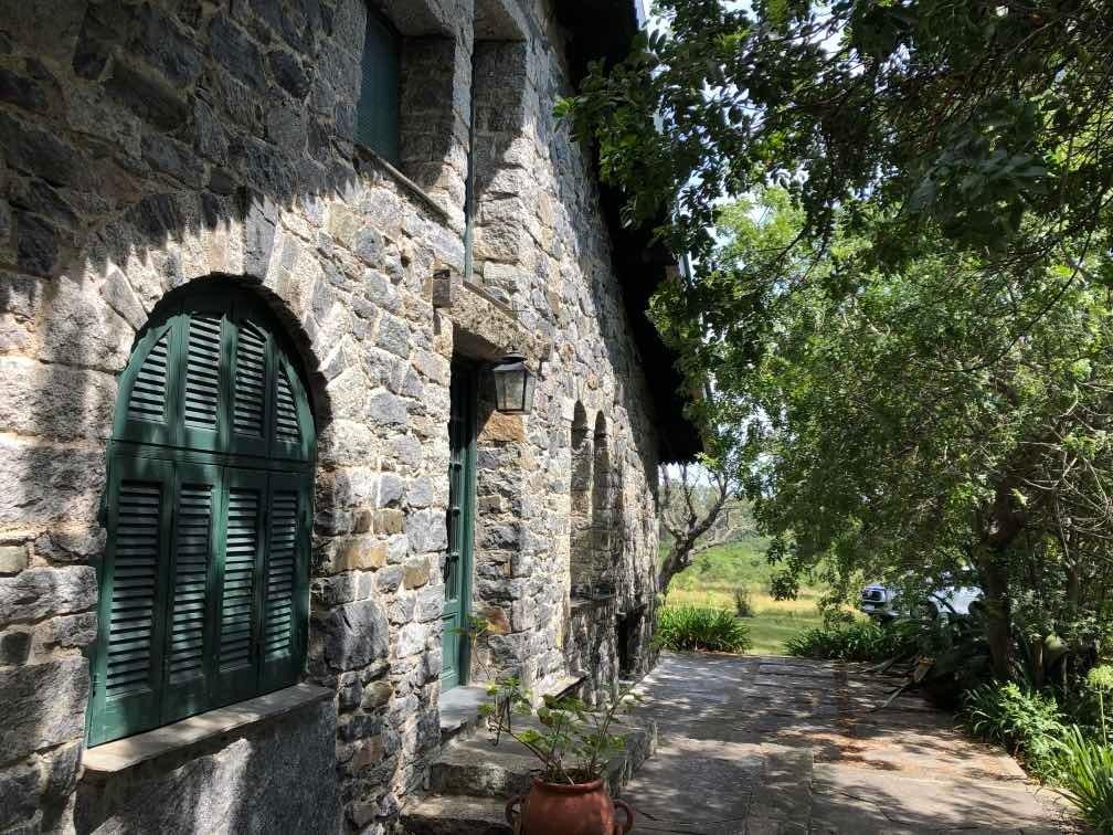 chacra con casa de piedra, 3 niveles, 350 mts2. 13 hectare