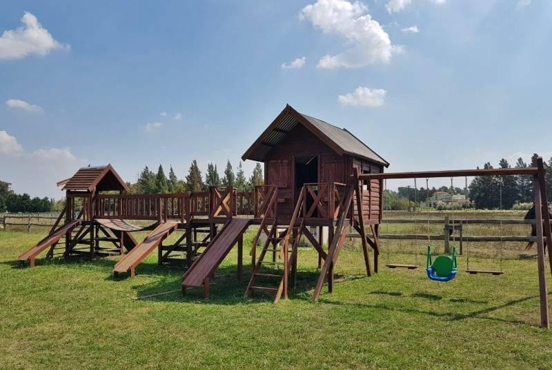 chacra de 3.1 hectáreas con gran parque y pileta