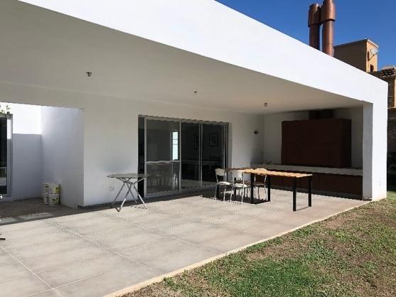 chacras de la villa - casa 3 dormitorios piscina gas natural