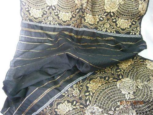 chal negro con bordados dorados