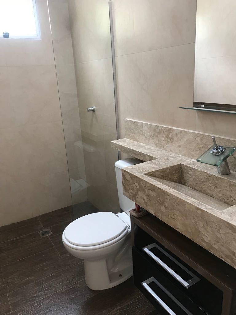 chalé 2 dorms duplex c/banheiro e lavabo
