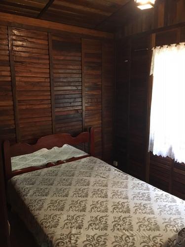 chalé madeira em condomínio lazer completo