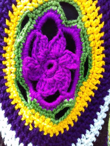 chaleco abierto con flor atrás calado