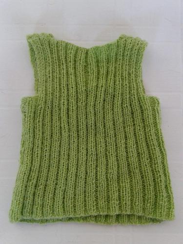 chaleco bebe verde tejido a mano