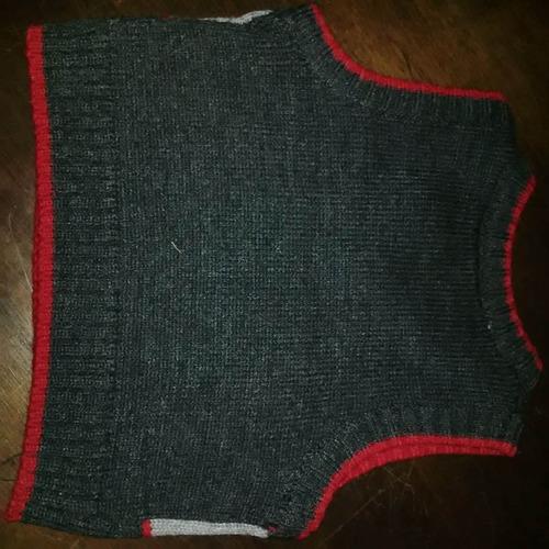 chaleco tejido de bebe gris y rojo con dibujo bordado t 3/6m