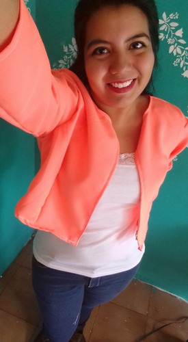 chaleco verde y blazer naranja