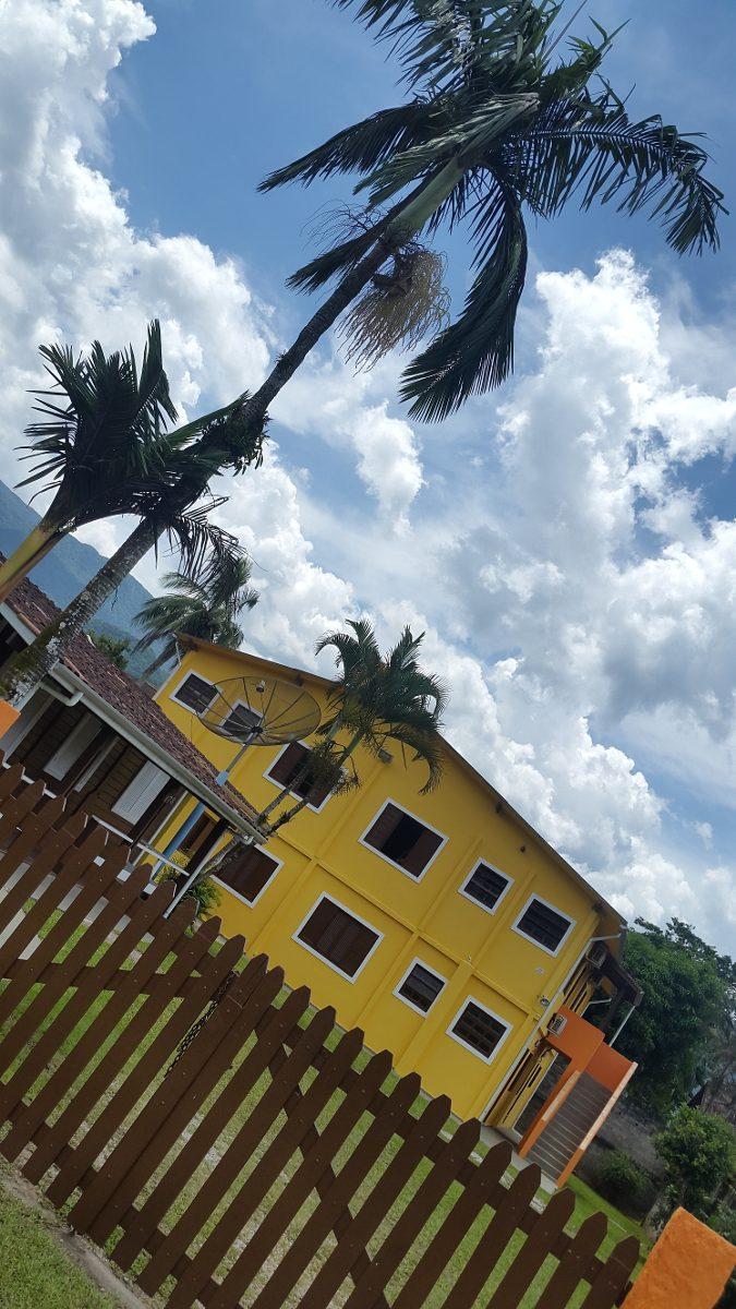 chalés / aptos a 100 metros da praia de maranduba / ubatuba