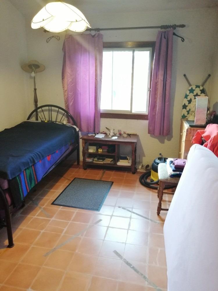 chalet 2 dormitorios en amplio solar!