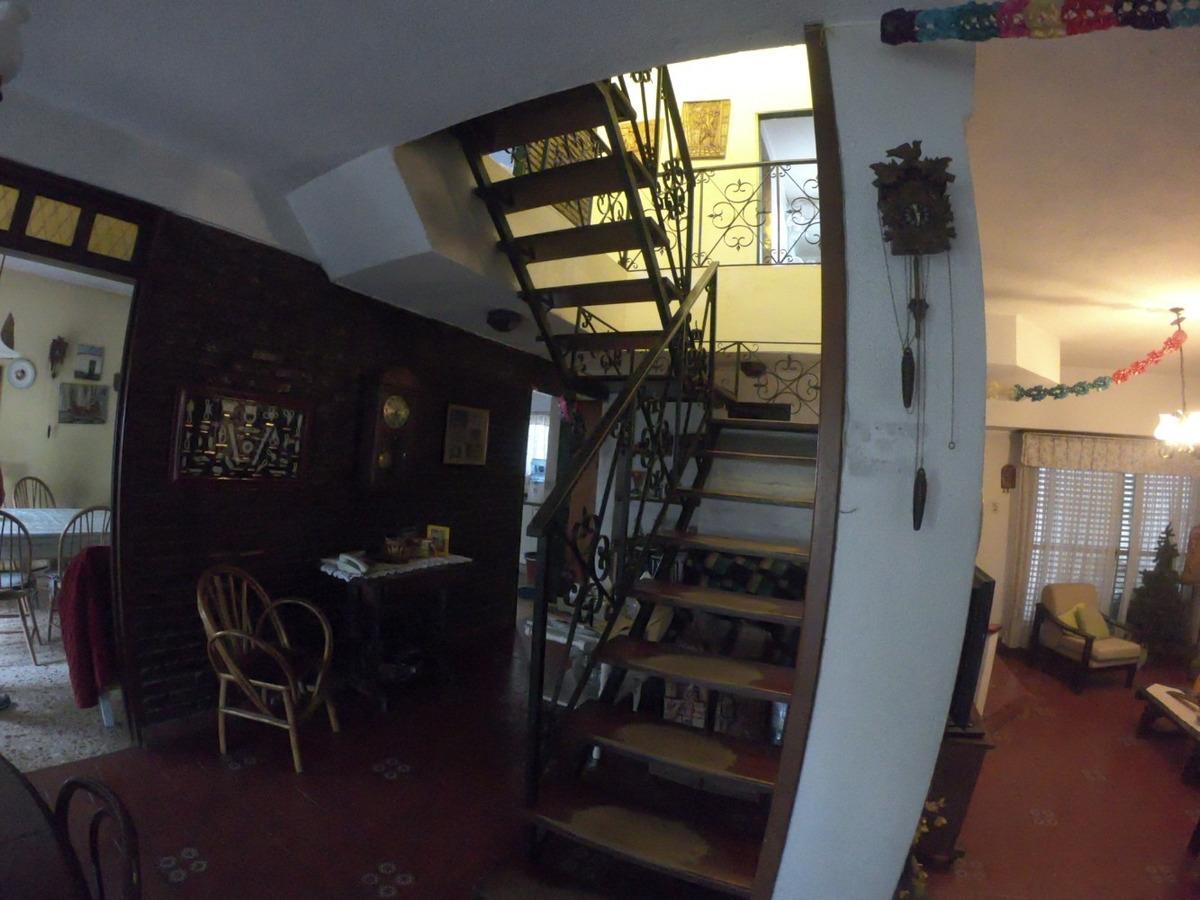 chalet 239 m2 cubiertos 3 niveles 5 cuartos, garage 2 autos