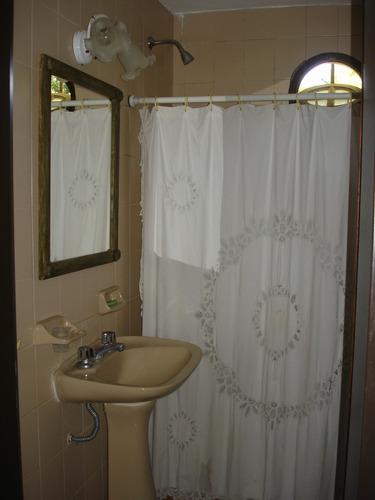 chalet 3 amb. 2 baños cochera gran parque arboleda impecable