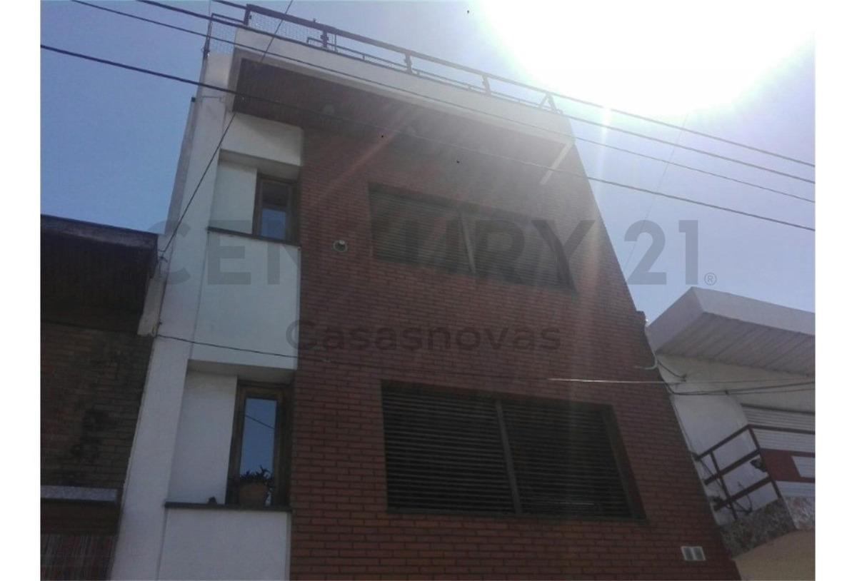 chalet 3 plantas garage 2 autos terraza con quincho y parrilla excelente.