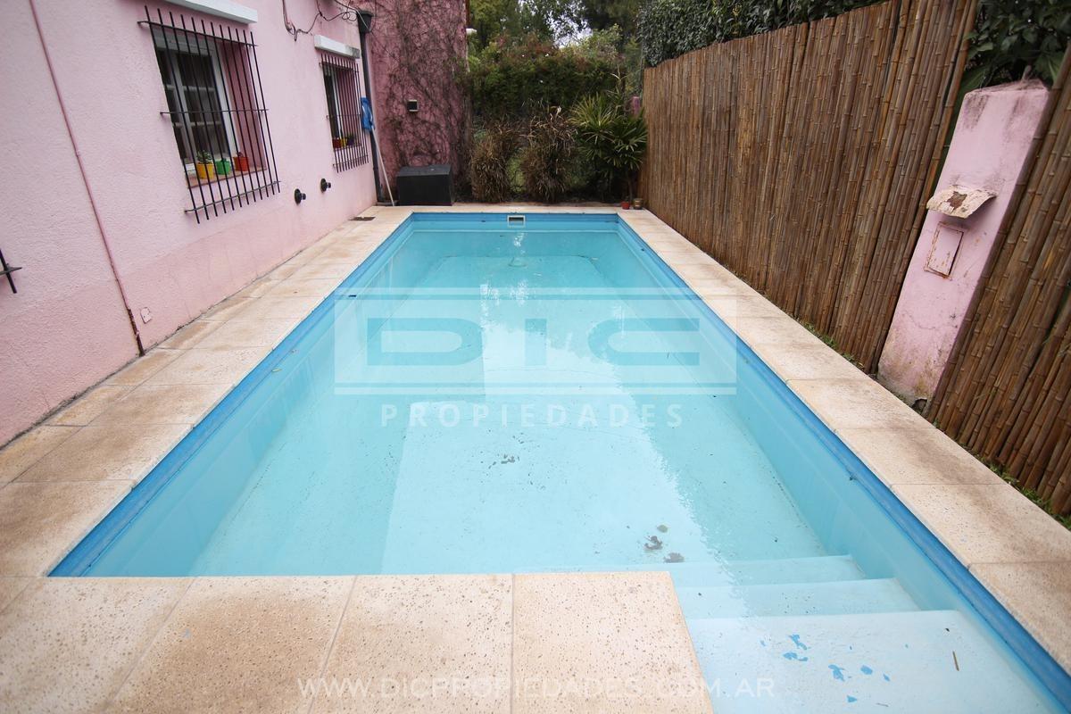 chalet 4 amb c/jardín y piscina . muy buen estado