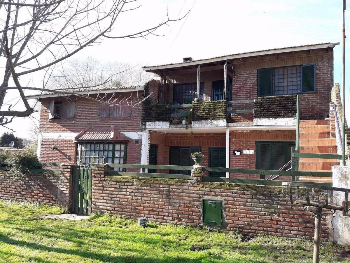 chalet 4 amb + depto 4 amb + duplex 3 amb + depto 2 amb , venta en block..garaje y taller..
