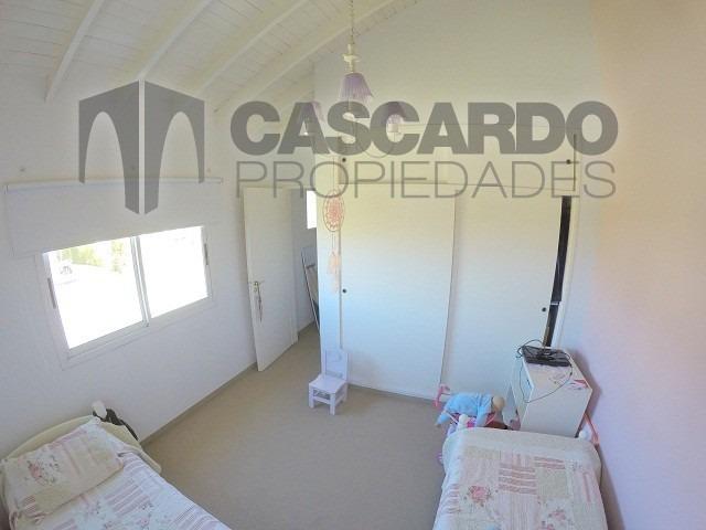 chalet 4 ambientes 3 dormitorios 2 baños barrio privado