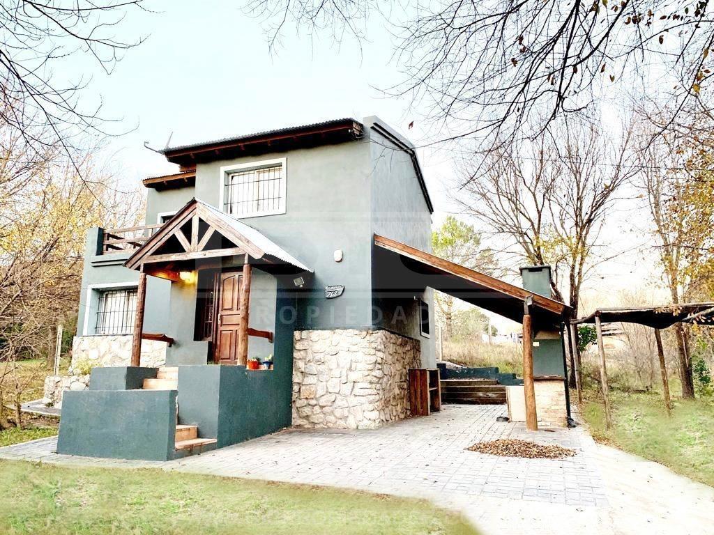 chalet 4 ambientes con cochera  jardin y parrilla ubicado en villa giardino
