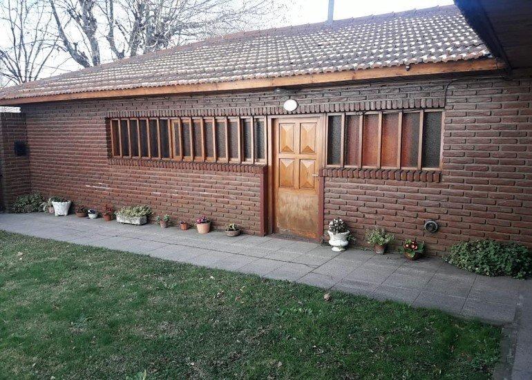 chalet 4 ambientes con patio y garage
