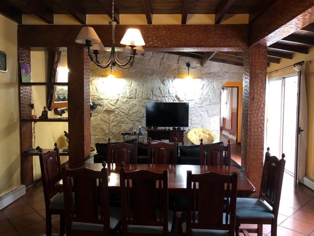 chalet 4 ambientes con quincho y cochera en colinas de peralta ramos en venta