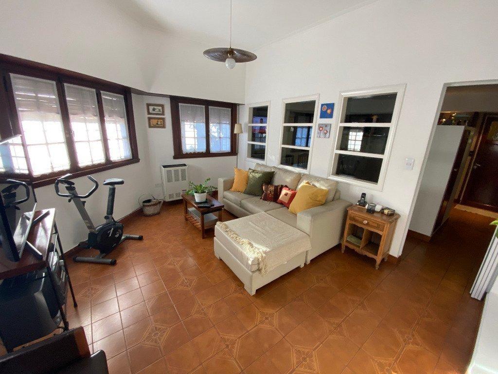 chalet 4 ambientes en dos plantas garaje -