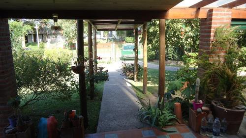 chalet 4 ambientes  erika  con amplio parque verde