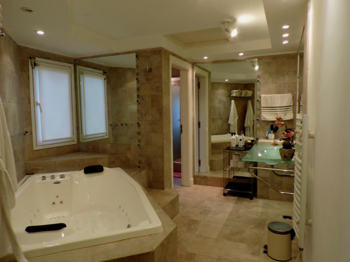 chalet  5 ambientes 7 baños mas dependencia