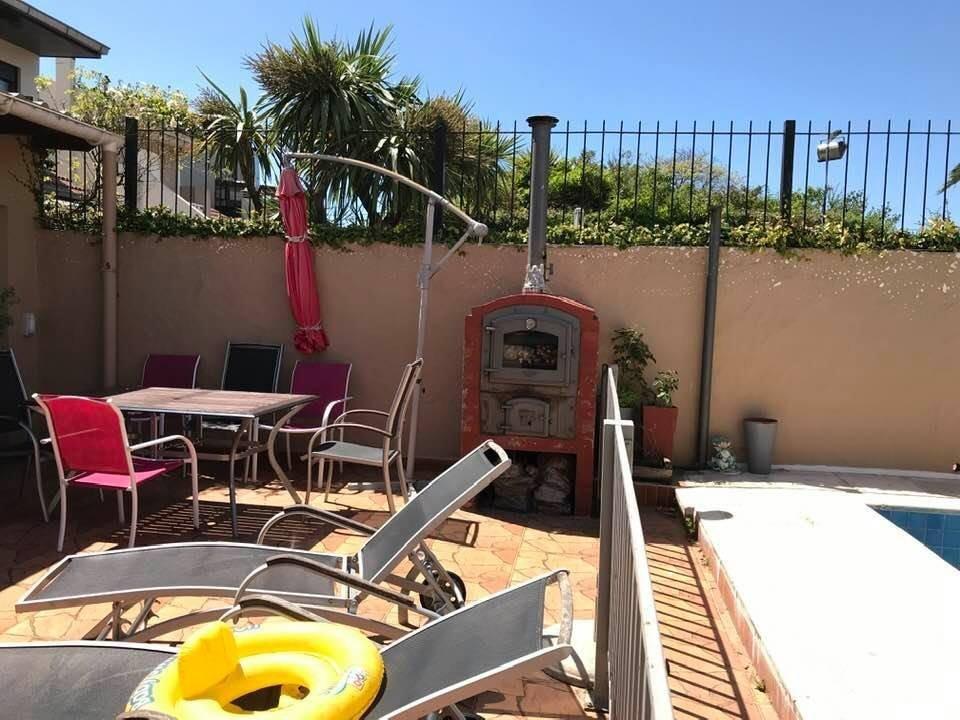 chalet 5 ambientes con quincho y piscina