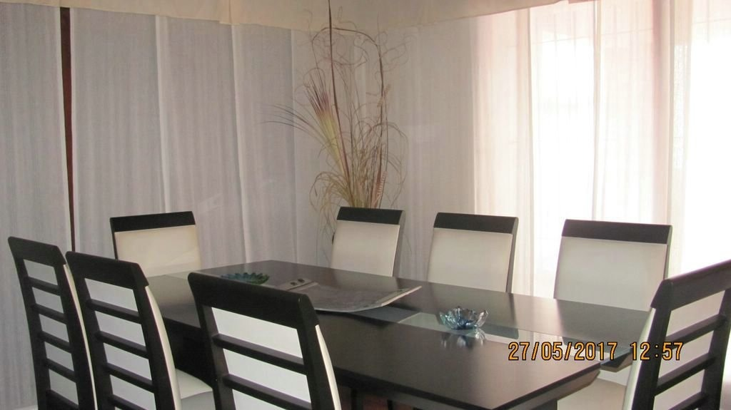 chalet 5 ambientes de categoria con garaje, quincho y pileta. barrio constitución