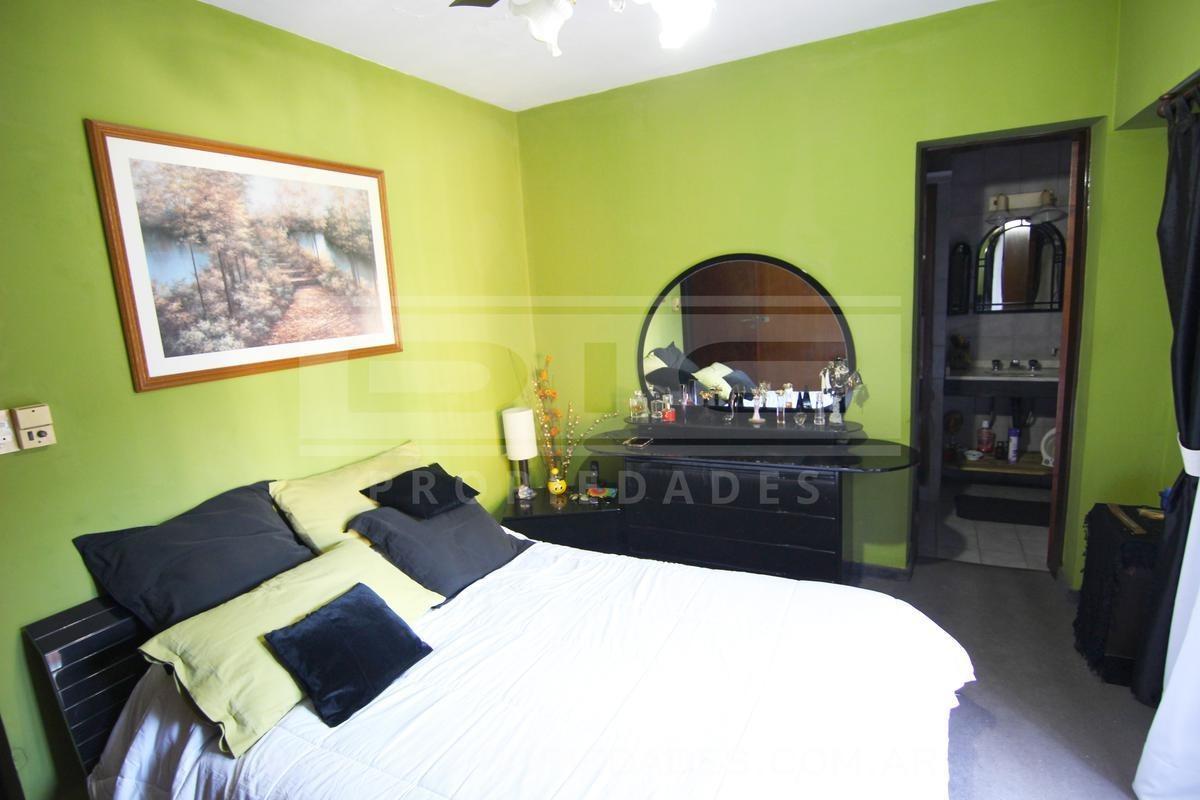chalet 5 ambientes ubicado en olivos