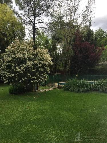 chalet 6 ambientes en 2 plantas. parque leloir. ituzaingo